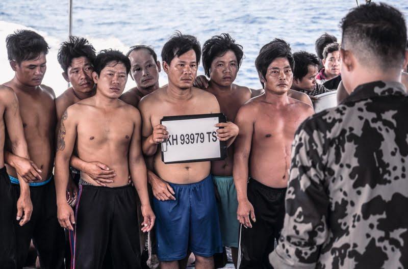 """Ian Urbina: """"En alta mar hay esclavos. Son golpeados y violados"""" 1"""