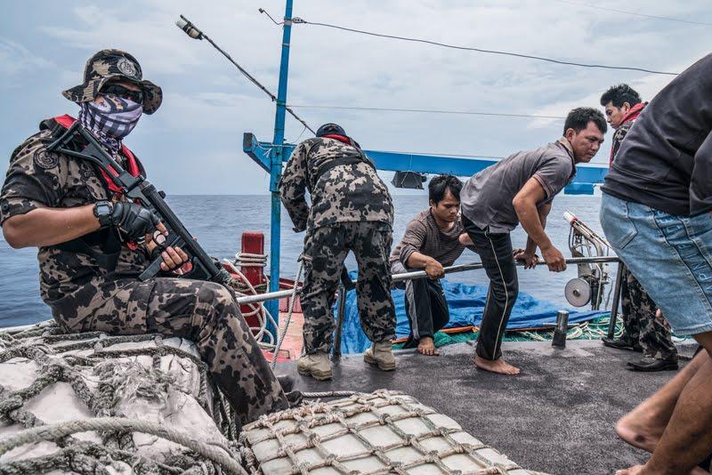 """Ian Urbina: """"En alta mar hay esclavos. Son golpeados y violados"""" 2"""