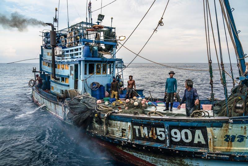 """Ian Urbina: """"En alta mar hay esclavos. Son golpeados y violados"""" 3"""